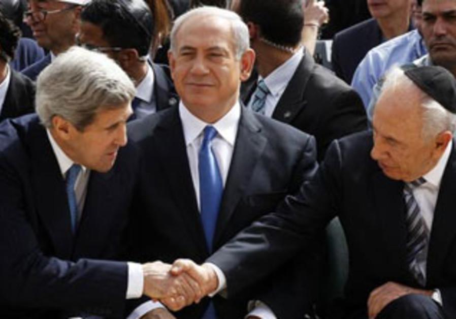 John Kerry, Binyamin Netanyahu and Shimon Peres at the Holocaust Memorial Day ceremony, April 2013.