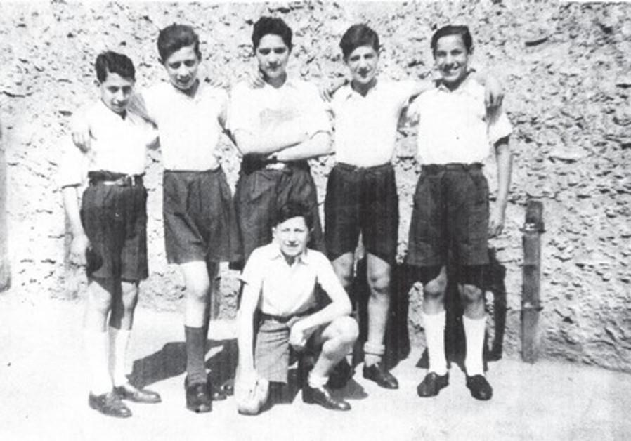 Sabi Soulam, le deuxième en partant de la droite.