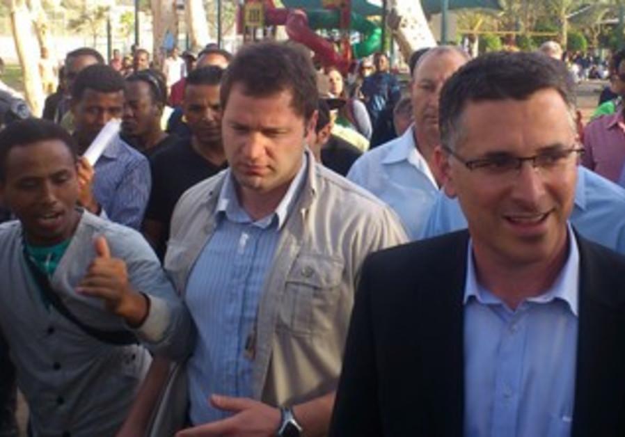 Interior Minister Gideo Sa'ar tours south Tel Aviv, April 9, 2013.