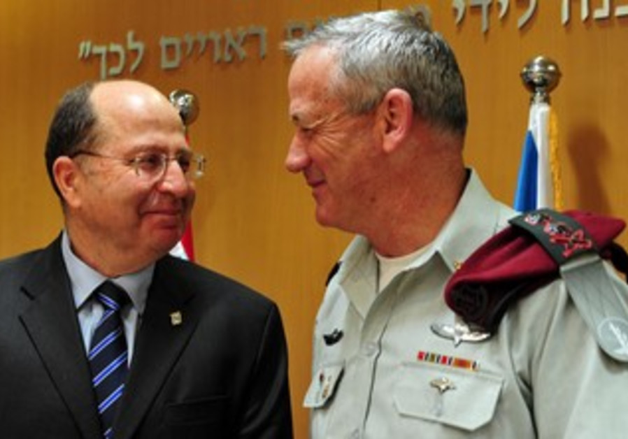 Defense Minister Moshe Ya'alon and IDF Chief of Staff Benny Gantz, April 11, 2013.