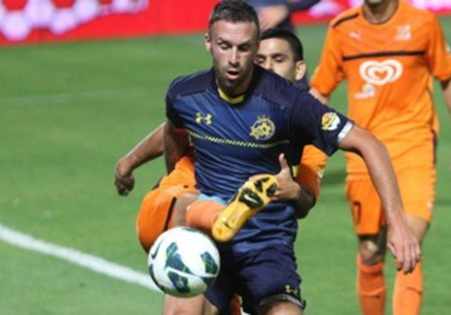 RADE PRICA'S Maccabi Tel Aviv (front) and Aviv Hadad's Bnei Yehuda battled to a 2-2 draw