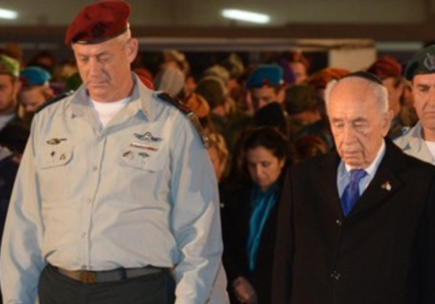 Chief of Staff Gantz, President Peres at the Western Wall Remembrance Day ceremony, April 14, 2013.