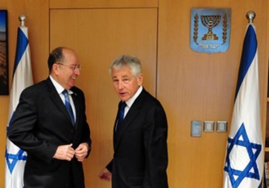 US Secretary of State Chuck Hagel and Defense Minister Moshe Ya'alon.