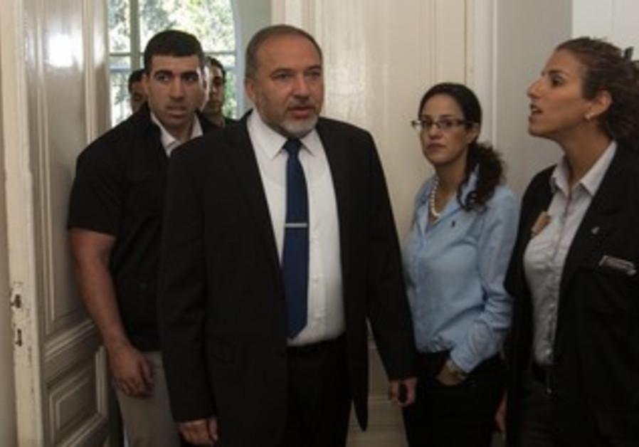 Avigdor Liberman at court in corruption trial, April 25, 2013