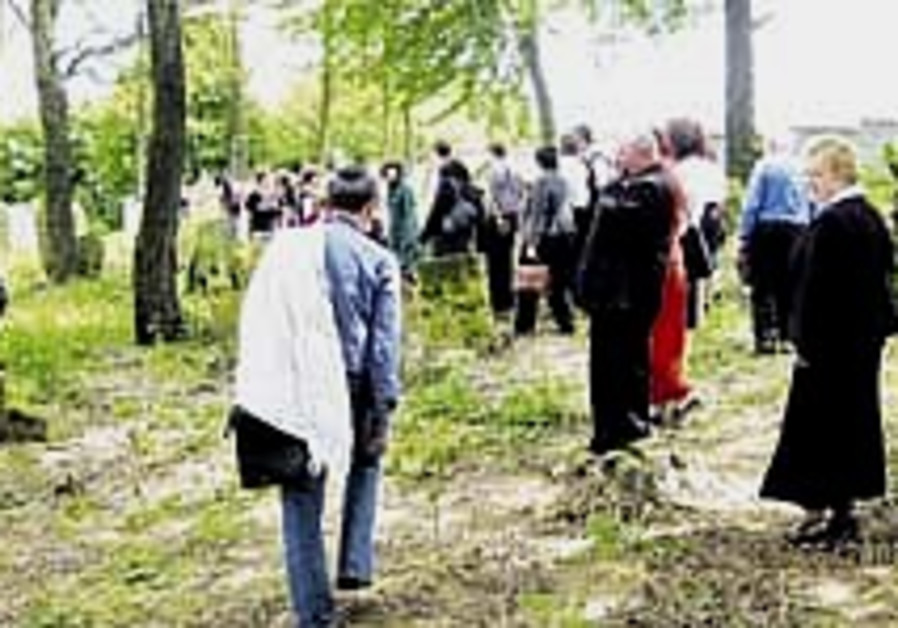 Catholic Poles saving Jewish cemeteries