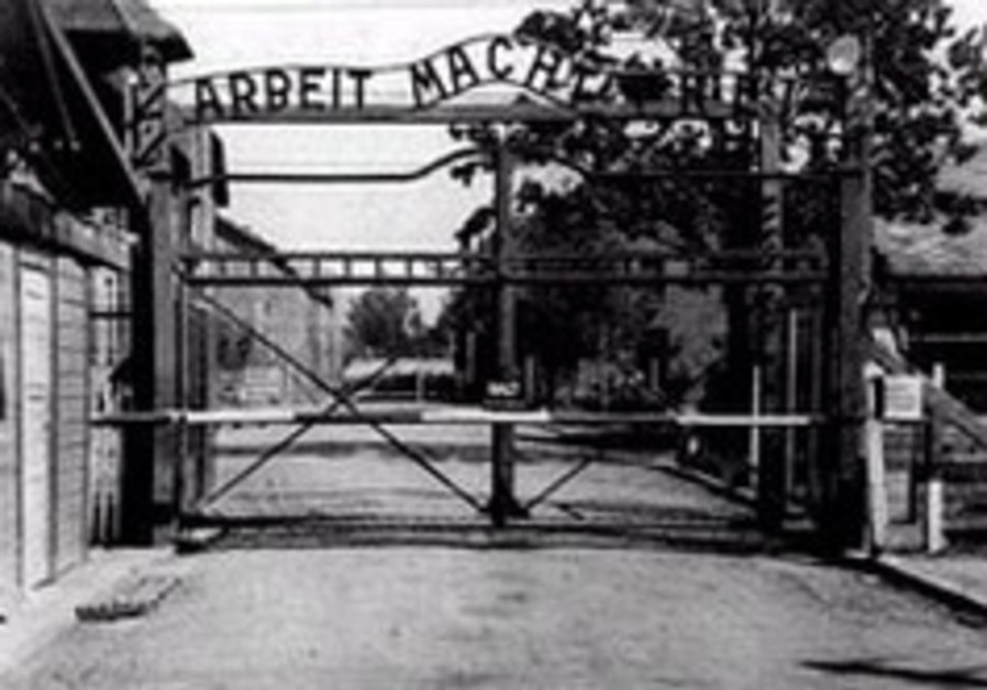 Eurobasket hoops: First things first: Sherf leads team visit to Auschwitz