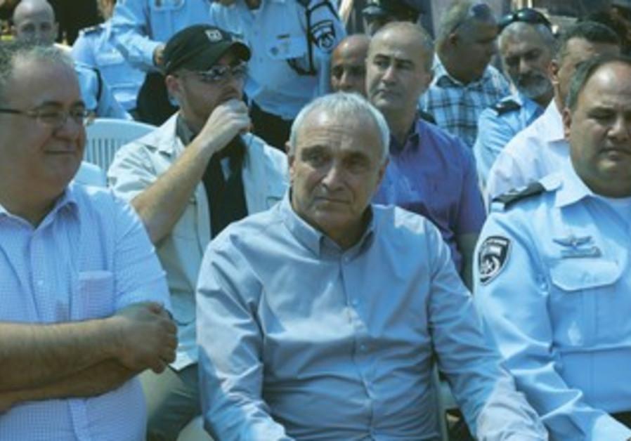 Aharaonovitch at inauguration of Tira police station