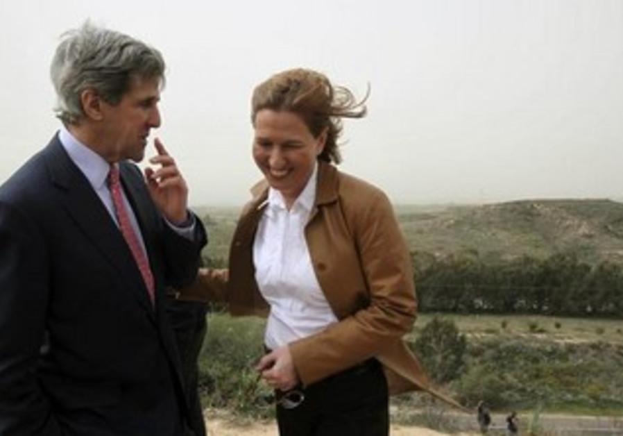 US Secretary of State John Kerry and Justice Minister Tzipi Livni [file]