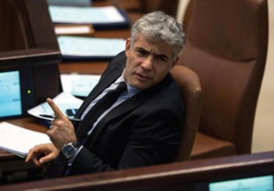Dans les affres du budget. Yair Lapid à la Knesset.