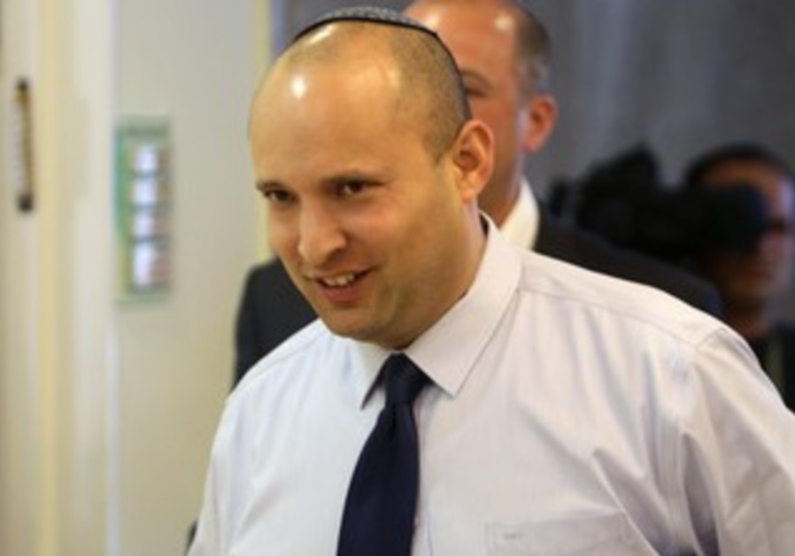 Economics and Trade Minister Naftali Bennett arriving for cabinet meeting, April 28, 2013.