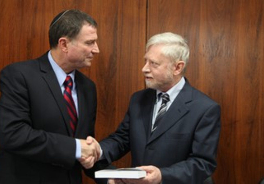 State Comptroller Joseph Shapira hands Knesset Speaker Edelstein annual report, May 8