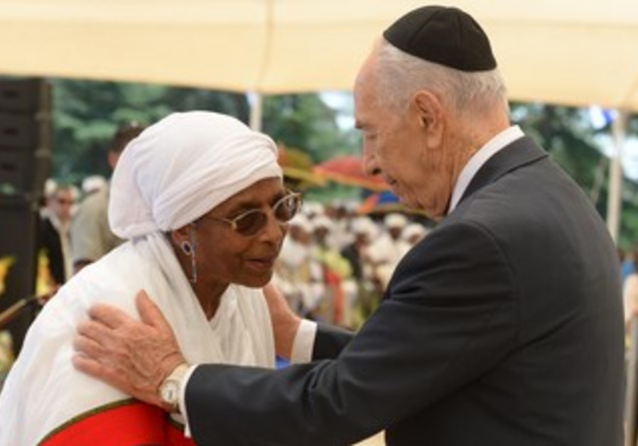 President Shimon Peres at the Ethiopian memorial service at Mount Herzl, May 8, 2013.