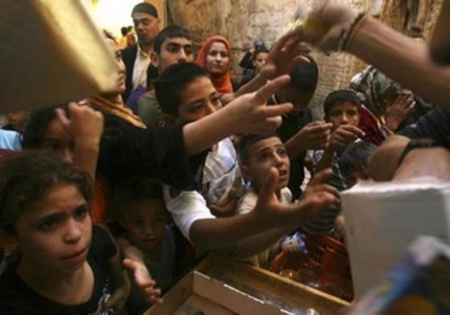 Palestinian kids clamor for food in Jerusalem during first week of Ramadan [file]