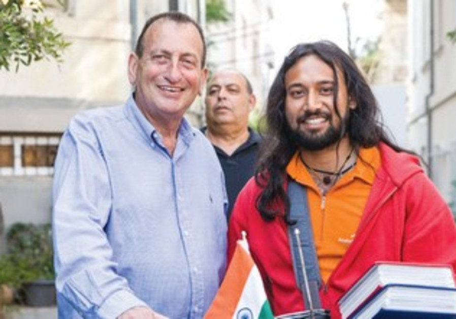 INDIAN CYCLIST Somen Debnath (right) with Tel Aviv Mayor Ron Huldai.