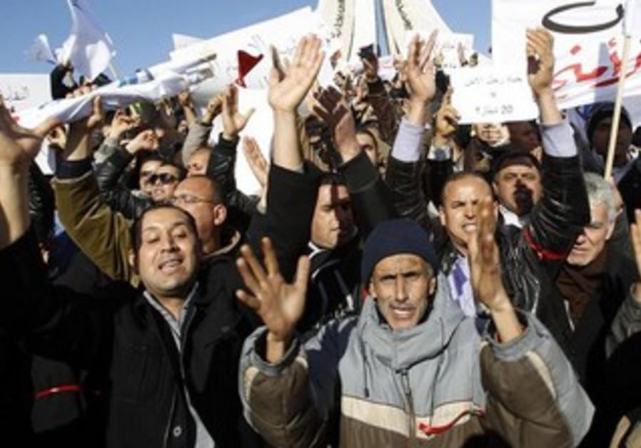 Policemen protest in Tunisia post-Arab Spring