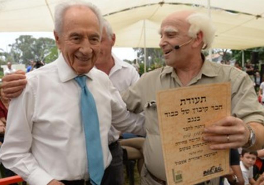 "President Shimon Peres with ""Ben-Gurion"" during visit to kibbutz Nir Yitzhak, May 13, 2013."