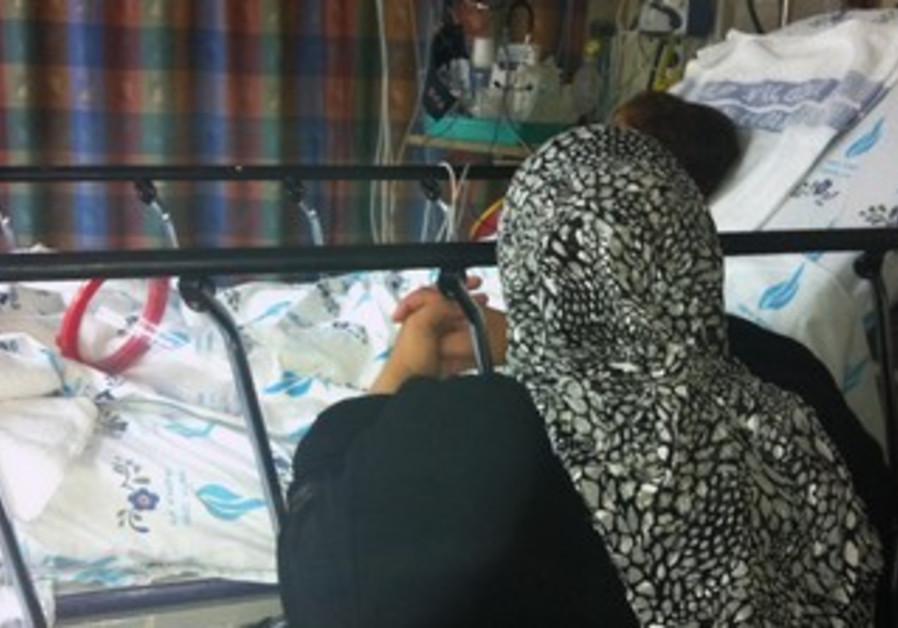 A Syria girl and her mothWolfson Medical Centerer at