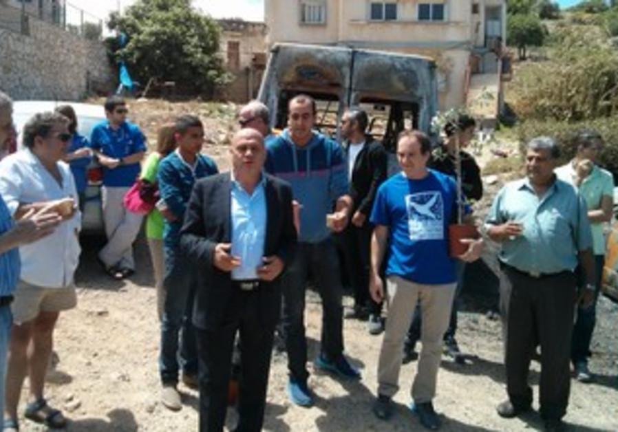 MK Issawi Freij pays a visit to Umm el-Kunuf