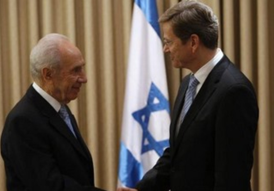 President Shimon Peres and German Foreign Minister Guido Westerwelle, November 7, 2010.