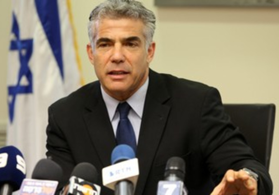 Yair Lapid at cabinet meeting, 20 May 2013.