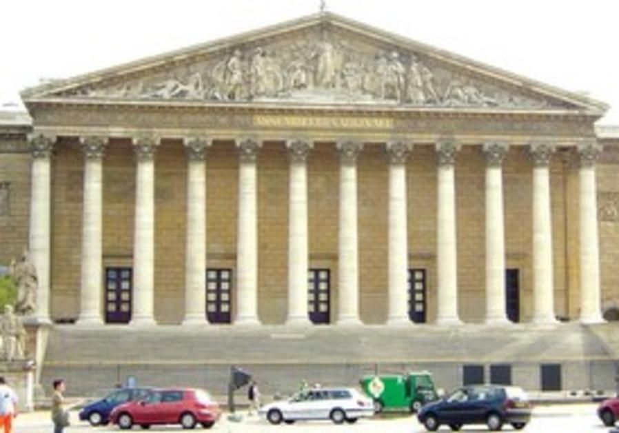 L'Assemblée nationale: nouvel enjeu pour les Français de la 8e.