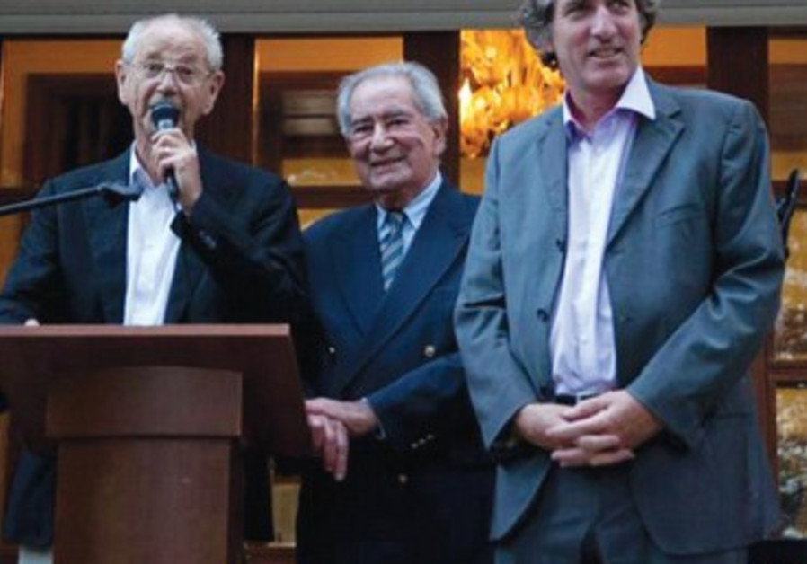 L'ambassadeur C. Bigot, en compagnie de C. Kadouch et C. Meyer, cofondateurs de Negba.