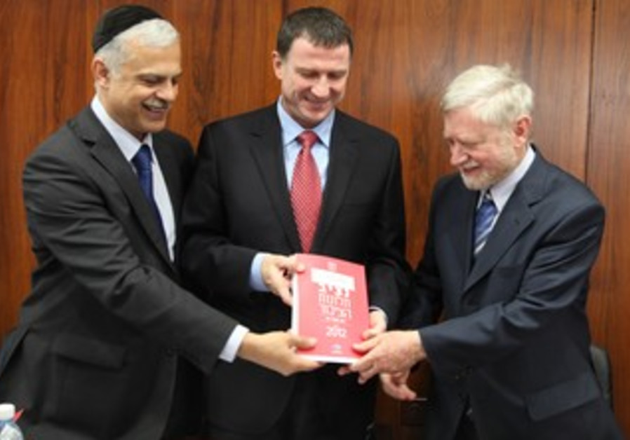 State Comptroller Shapira presents the  Ombudsman's Report  to Knesset Speaker Edelstein