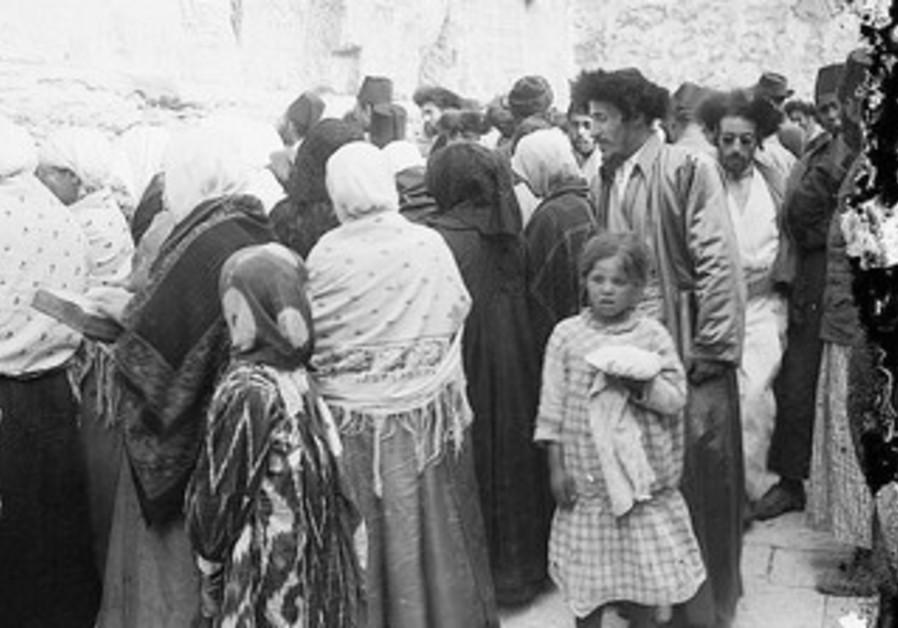JEWISH WOMEN and men at the kotel, circa 1917.