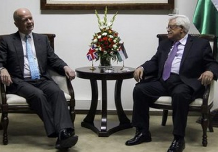 British Foreign Secretary William Hague, PA President Mahmoud Abbas meet in Ramallah, May 23, 2013.