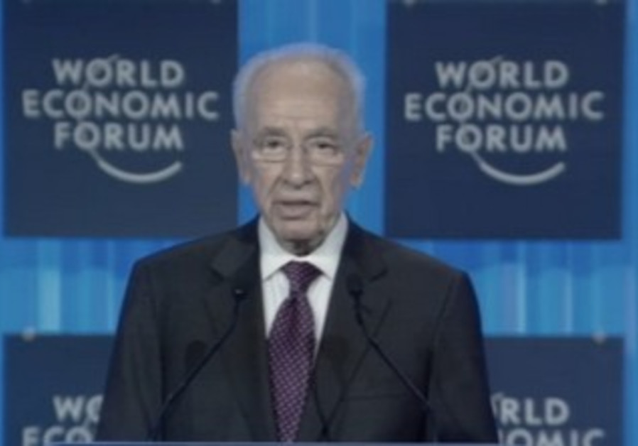 President Shimon Peres speaking at the World Economic Forum.