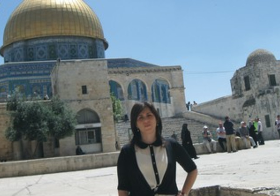 MK TZIPI HOTOVELY visits the Temple Mount, May 26, 2013