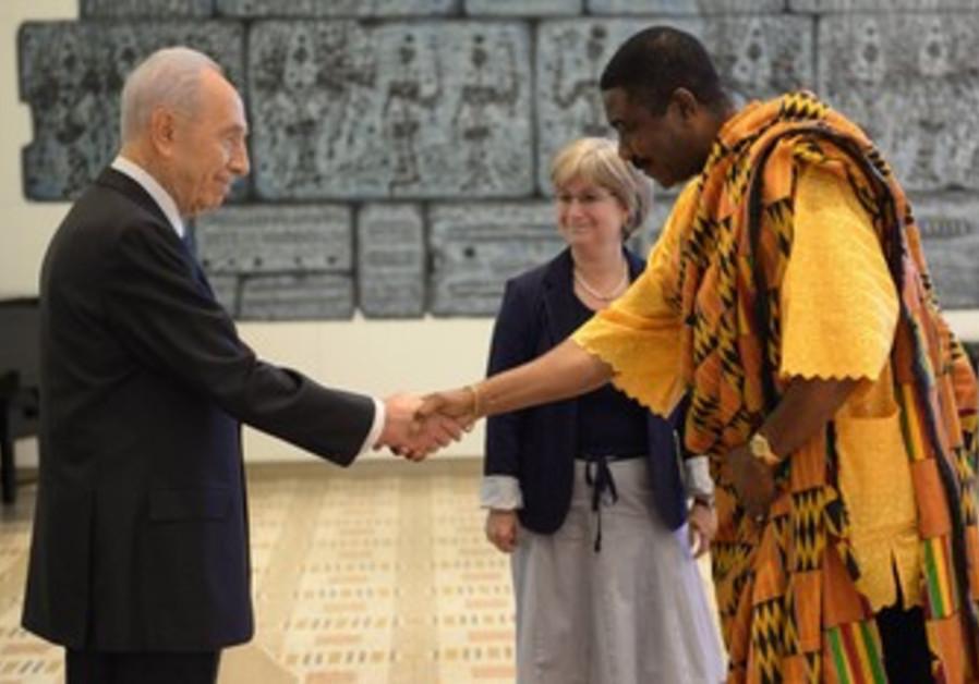 President Shimon Peres with new ambassadors May 28 2013.
