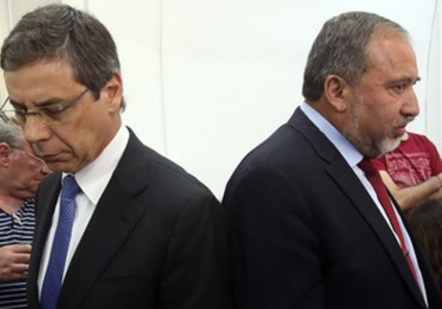 Former FM Liberman and former deputy FM Ayalon in court, May 2, 2013.