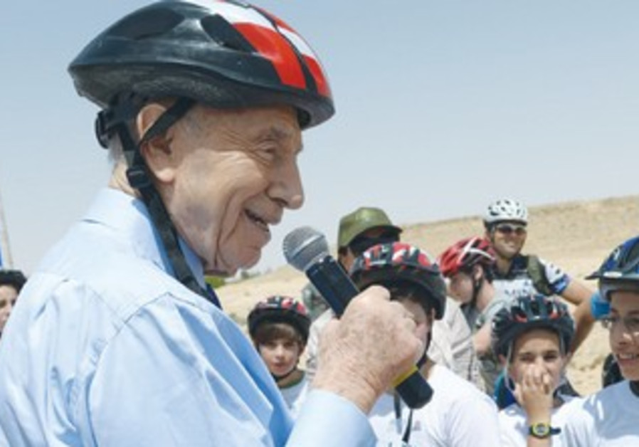 President Shimon Peres with young cycling enthusiasts in Mitzpe Ramon.