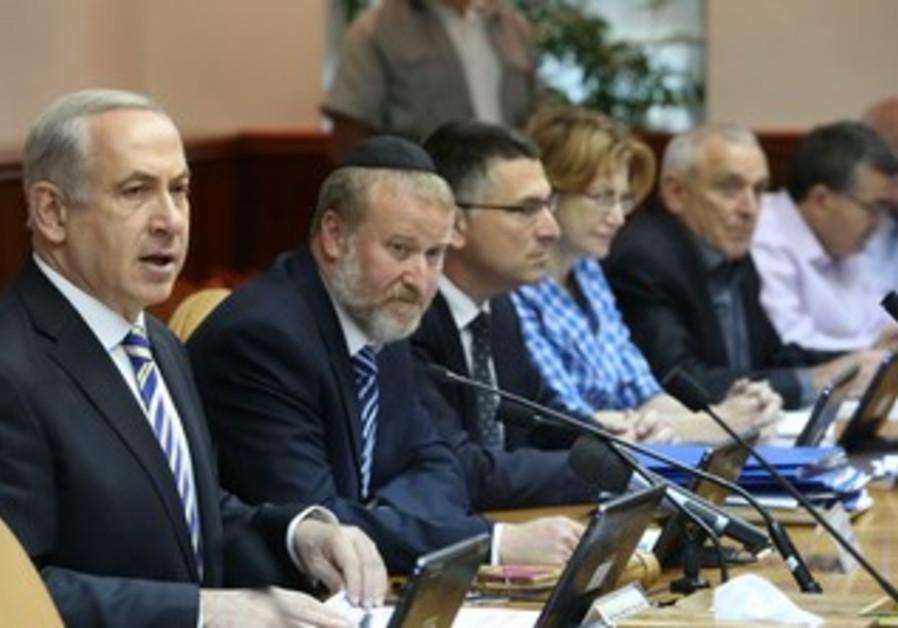 Prime Minister Binyamin Netanyahu at weekly cabinet  meeting, June 2, 2013