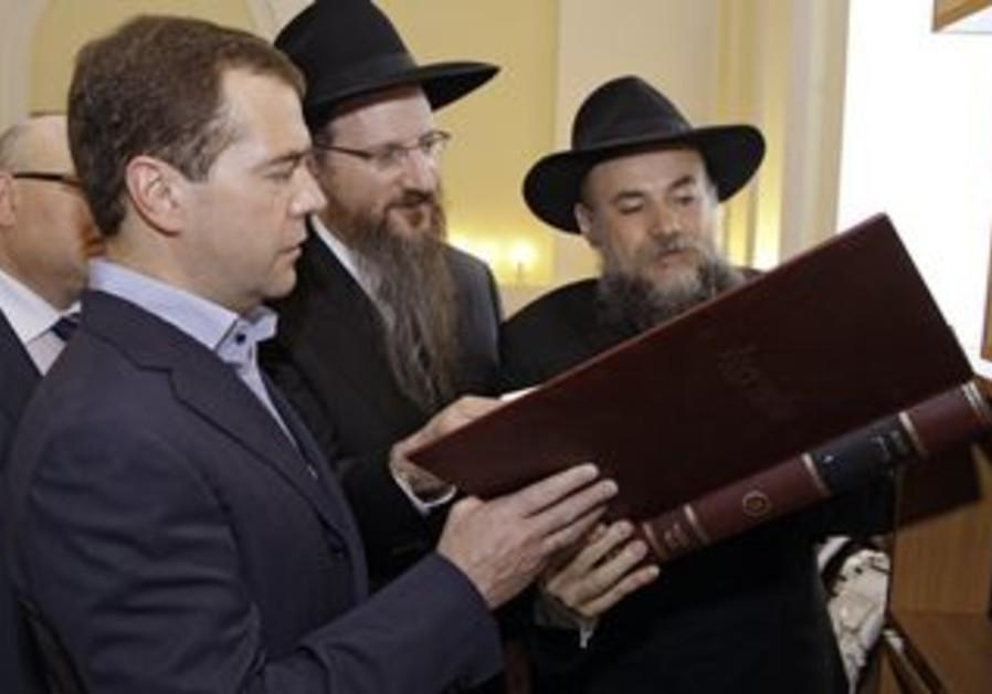 Medvedev, Lazar, Boroda in library of Freud Jewish Community in Birobidzhan