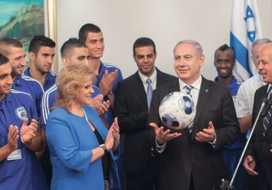 THE ISRAEL UNDER-21 national team with Prime Minister Binyamin Netanyahu before UEFA Championship.