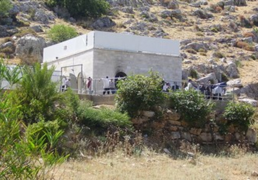 Rabbi Yonatan Ben Uziel's grave