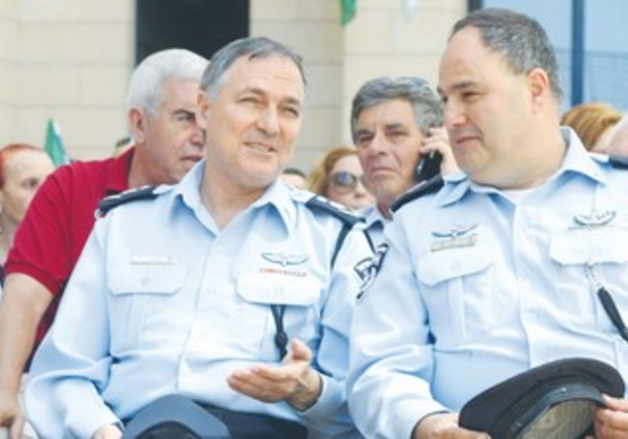 NEW TEL AVIV police chief Bentzi Sau (right) with Insp.-Gen. Yohanan Danino.