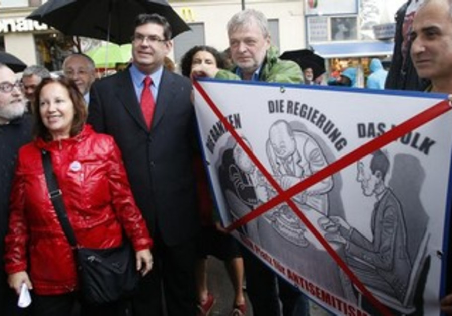 Rabbis protesting against anti-semitism in Vienna.