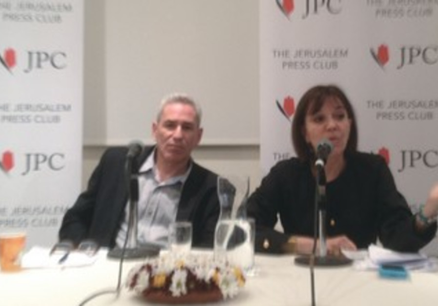 ACCLAIMED JOURNALIST Judith Miller sits next to Bloomberg News moderator at a lecture in Jerusalem.