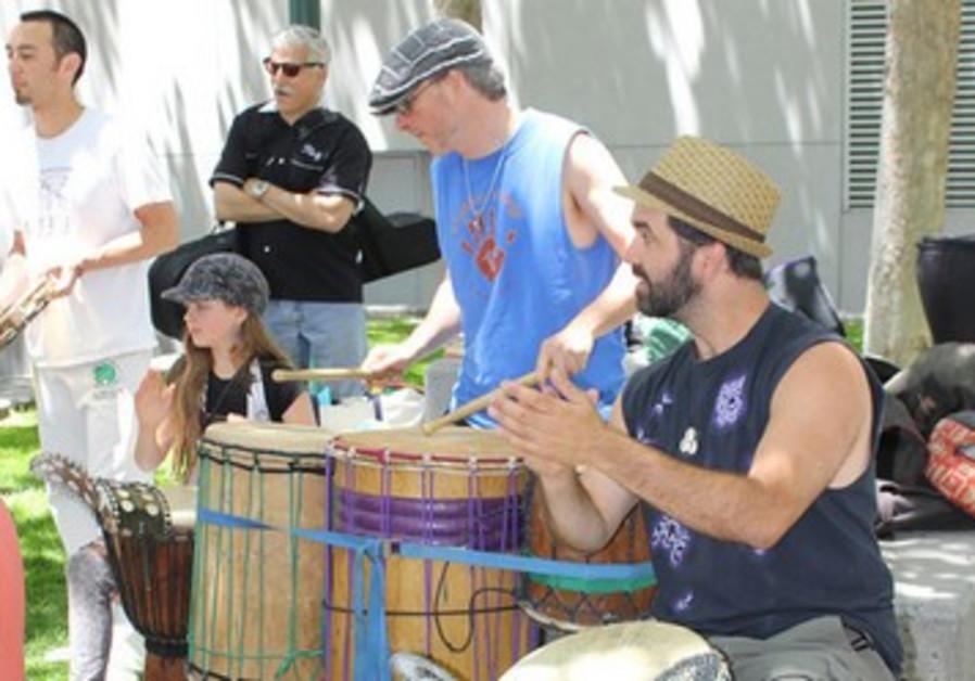 Drum circle at Israel in the Gardens 2013, San Francisco