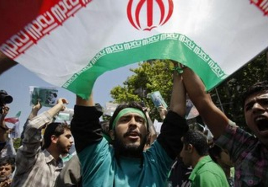 Supporters of Mirhossein Mousavi chant slogans in front of the university in Tehran June 5, 2009.
