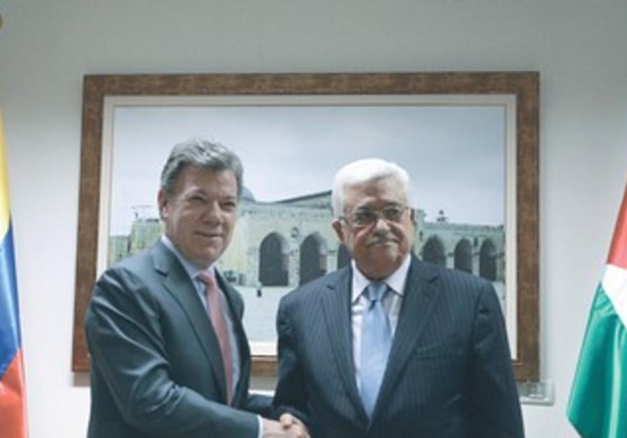 PA President Mahmoud Abbas shakes hands with his Colombian counterpart Juan Manuel Santos.