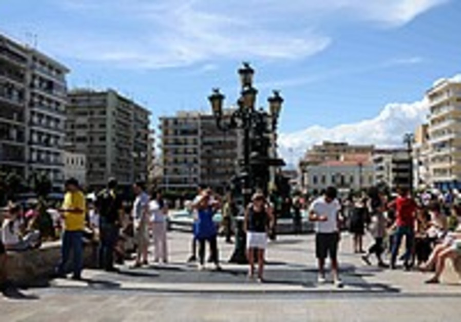 6.5 quake hits southern Greece; 2 dead