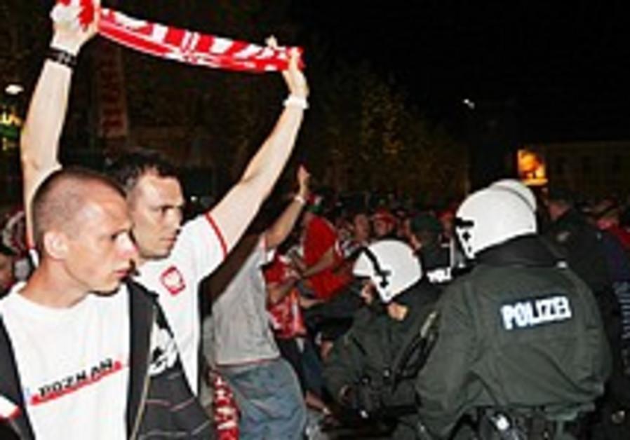 Soccer Fans Detained For Nazi Chants Sports Jerusalem Post