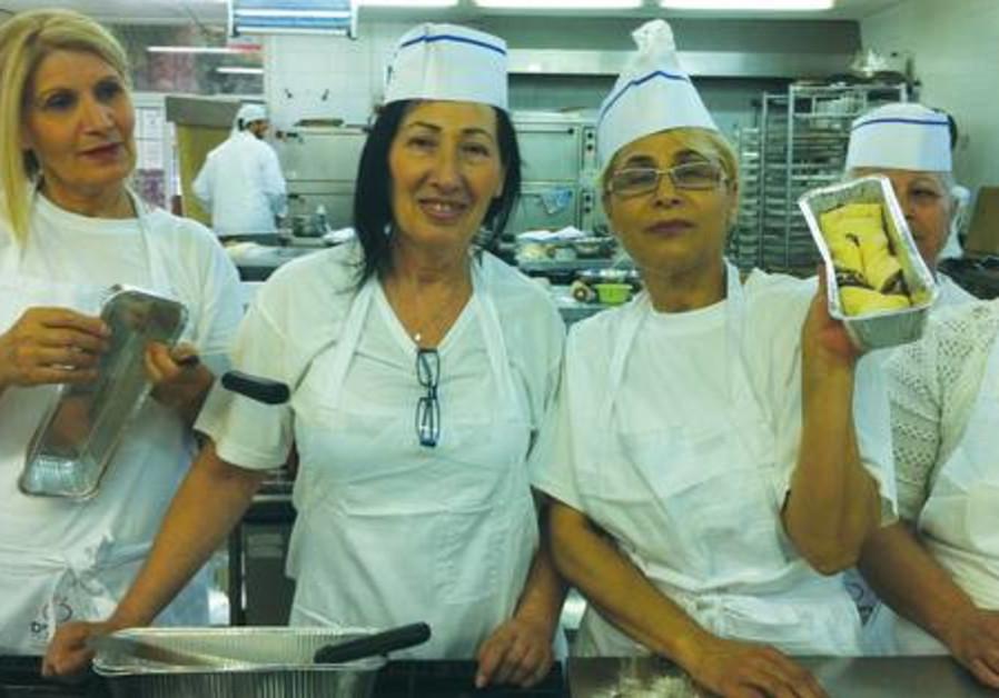 PARTICIPANTS ENJOY a baking course.