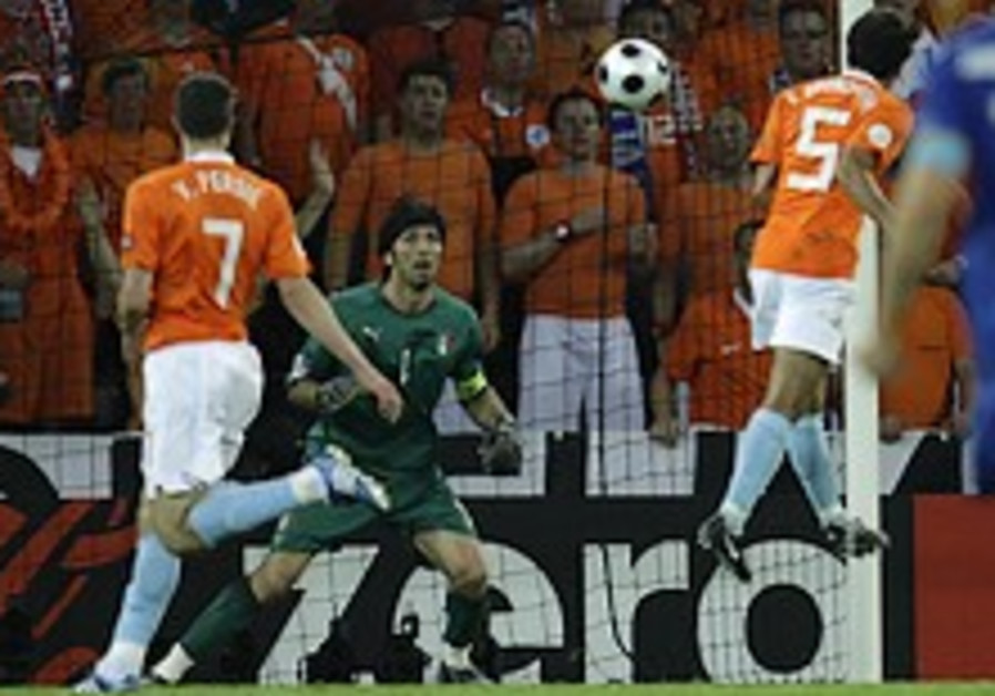 Euro 2008: Holland gets off to a flier against Italy