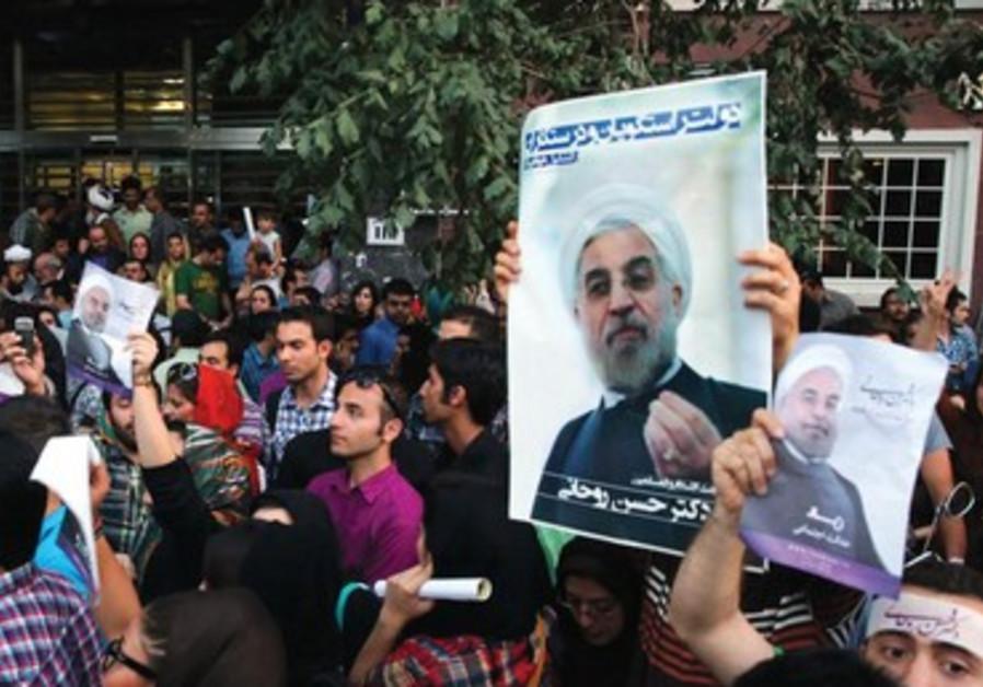 Scènes de joie dans les rues de Téhéran à l'annonce de la victoire de Hassan Rohani.