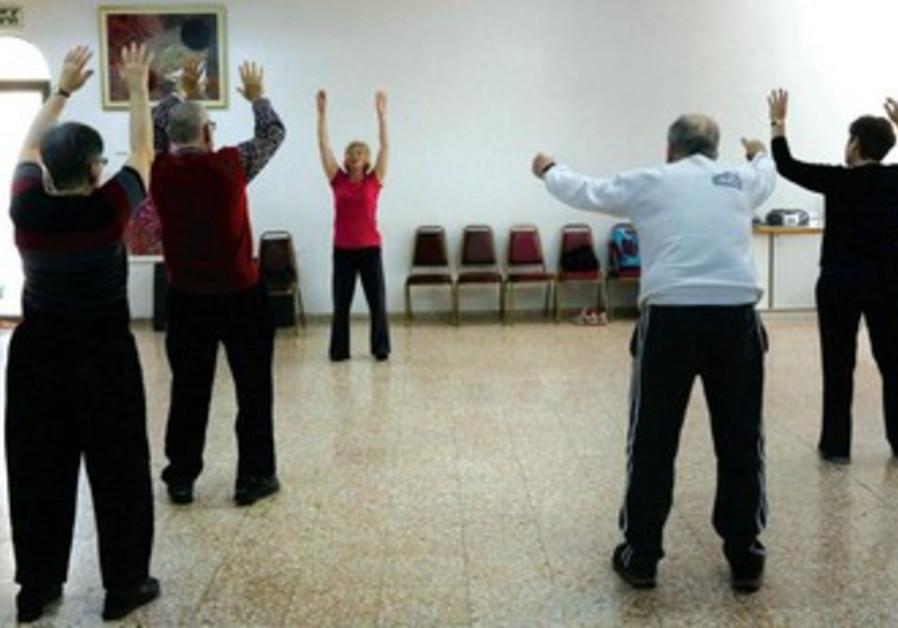 Quand Anne Brelow fait danser les malades atteint du syndrome de Parkinson.